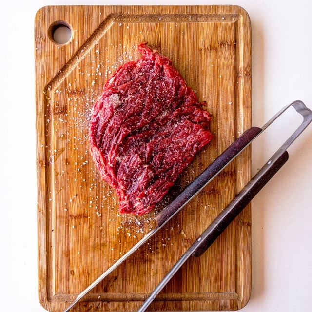 chopping-board-meat-raw